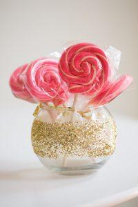 staklena kugla slatkisi dekoracija