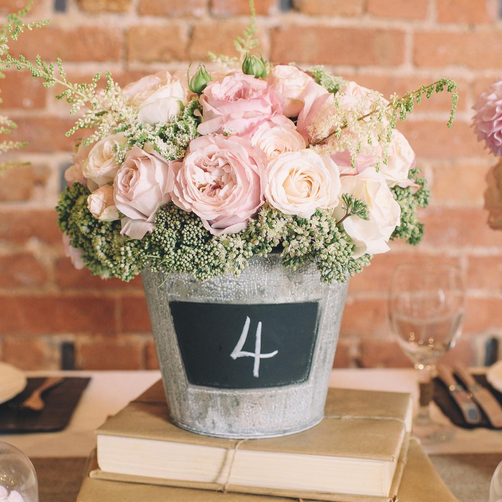 metalne kofice i cveće